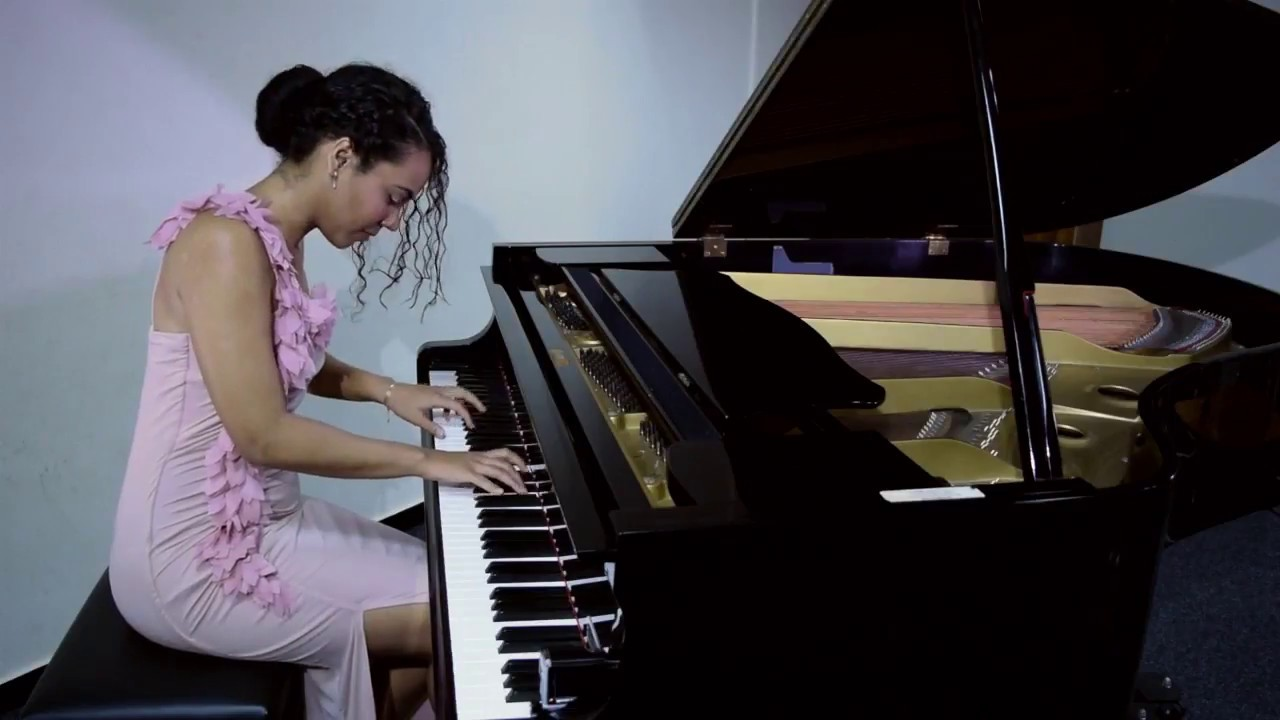 Yoana B. P. Classical Pianist play Piazzolla